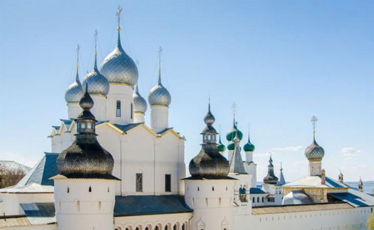 Moskau - Goldener Ring Reise. Kreml in Rostow Weliky.