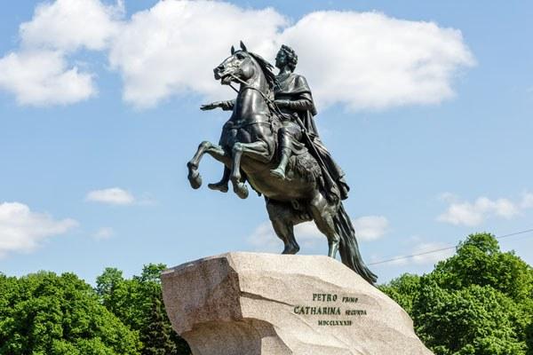 St. Petersburg Reisen. Denkmal Peter der Große.