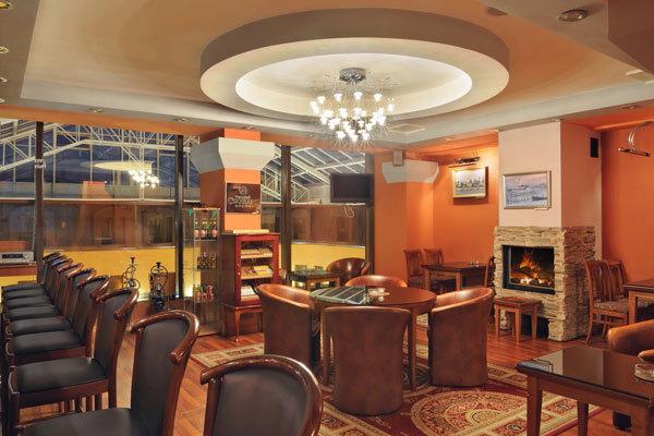St. Petersburg Reisen. Hotel Dostoevsky. Bar Raskolnikov.