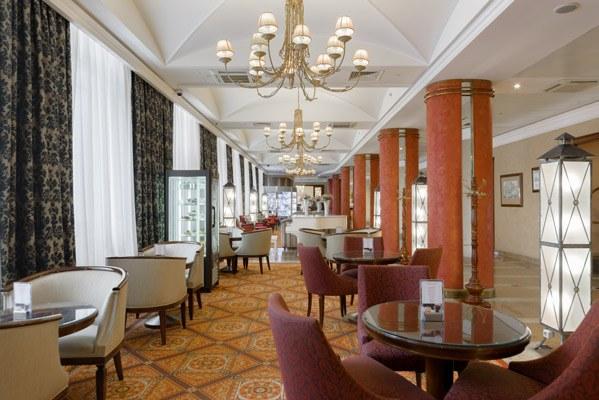 Hotel Peter-1-Lobby-Ba